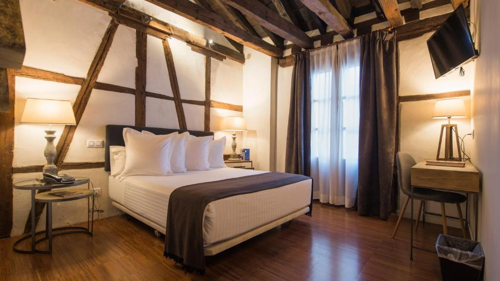 boutique hotels in toledo  48