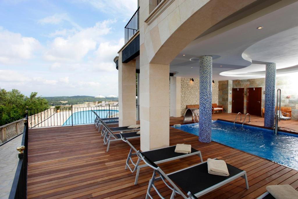 Der Swimmingpool an oder in der Nähe von Hotel Es Reco de Randa