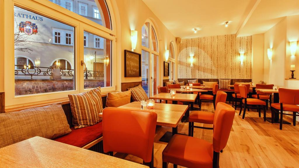 A restaurant or other place to eat at Hotel Thüringer Hof