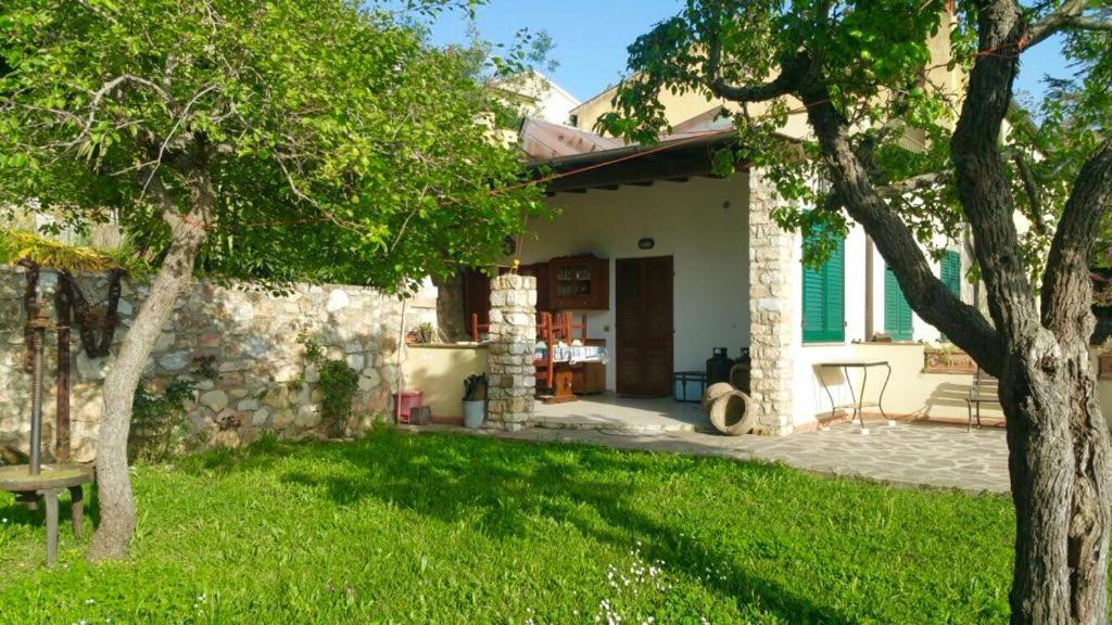 Casa de campo ELBA Casa Mare/Natura (Italia Magazzini ...