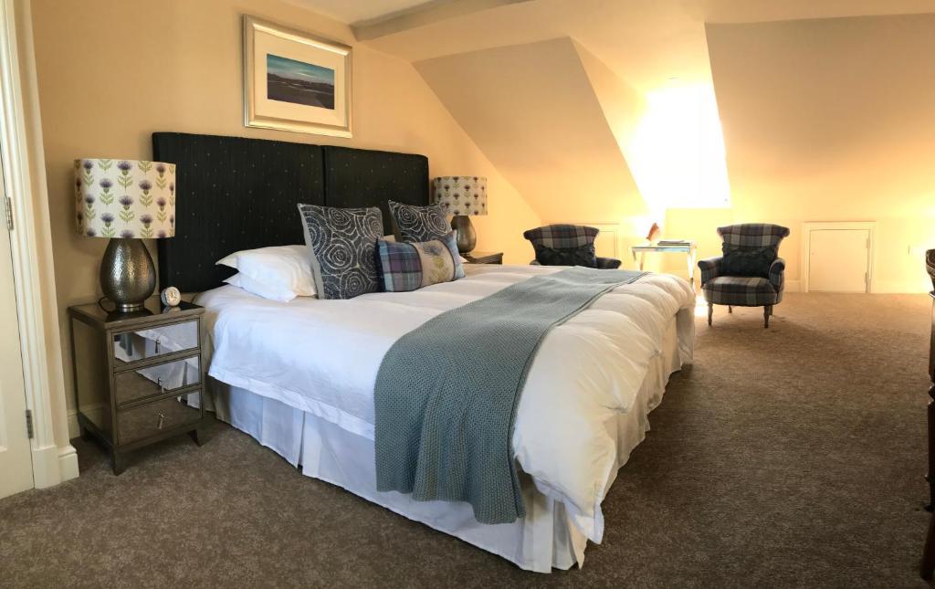 Giường trong phòng chung tại Lynwood House