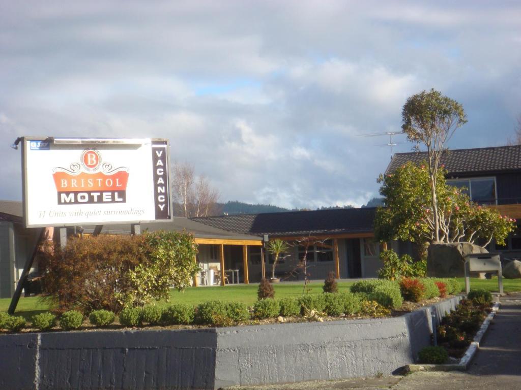 Gedung tempat motel berlokasi