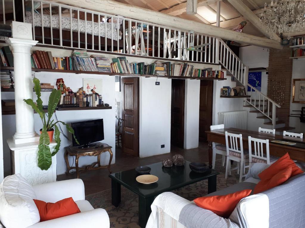 Sedie Alte Da Bar Design villa la casa sopra le nuvole, medesano, italy - booking