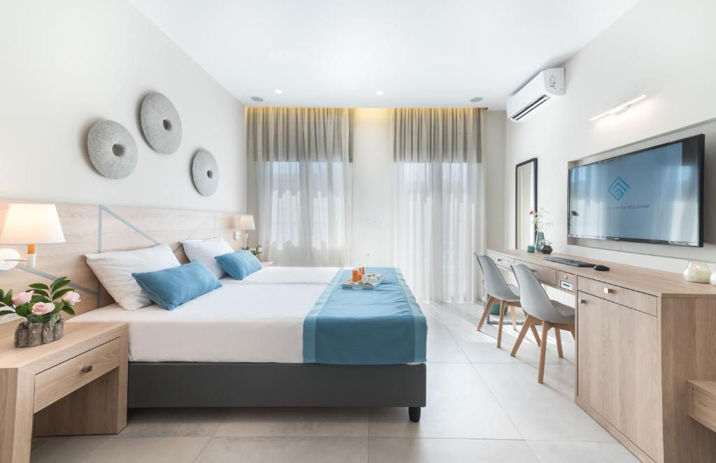 A bed or beds in a room at Santorini Main Square