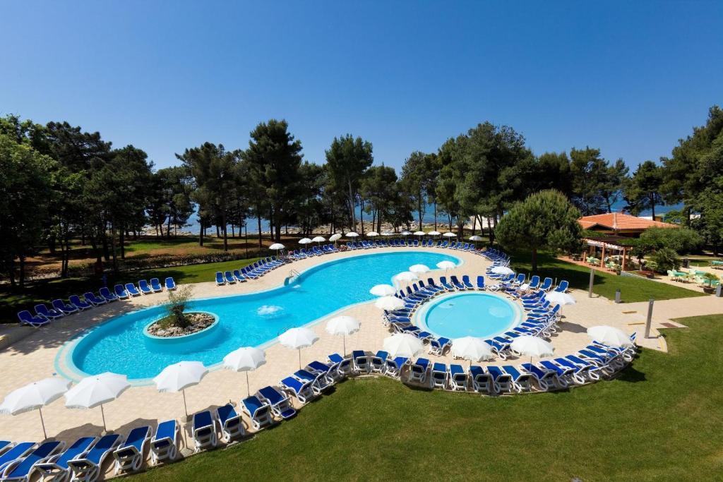 Pogled na bazen u objektu Hotel Sol Aurora for Plava Laguna ili u blizini