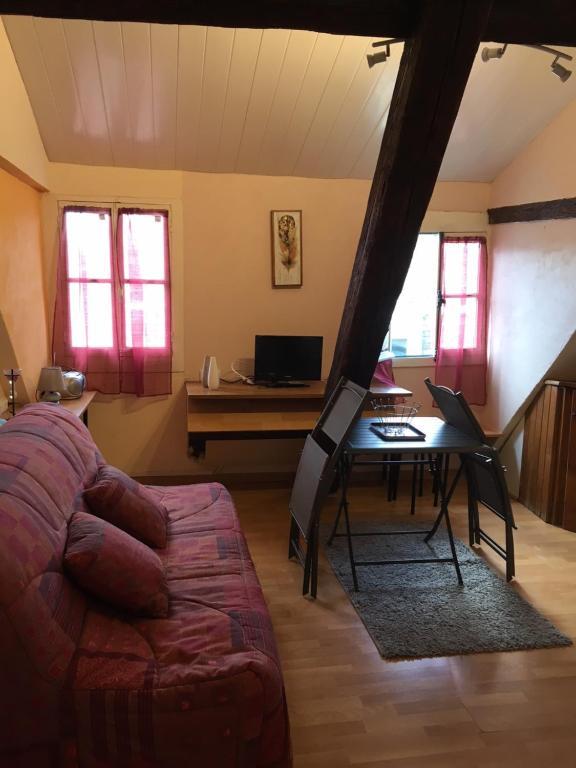 Apartment studio 20 m2, Bagnères-de-Bigorre, France ...