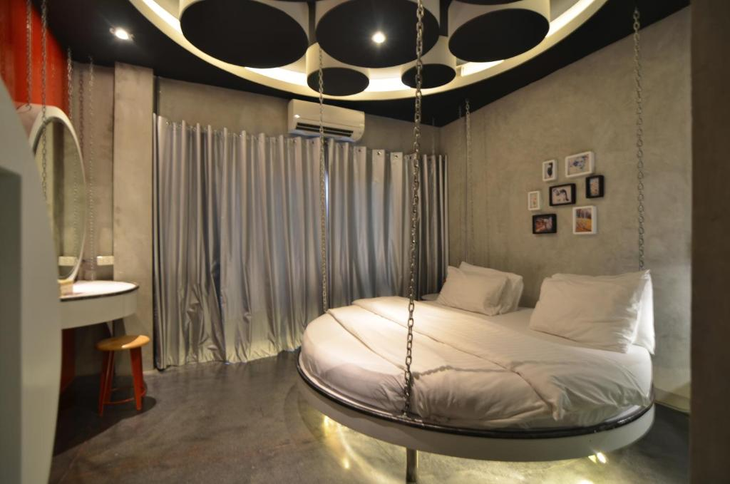 A bed or beds in a room at House Of Phraya Jasaen