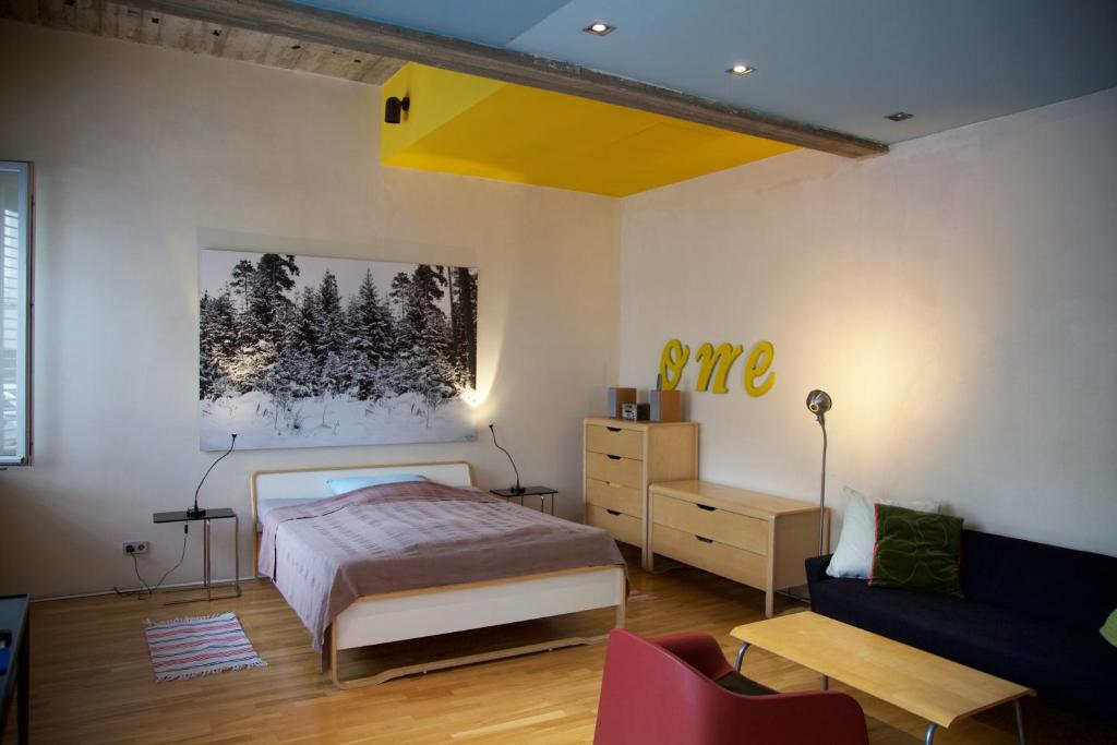 A bed or beds in a room at Hauptstadt Apartment