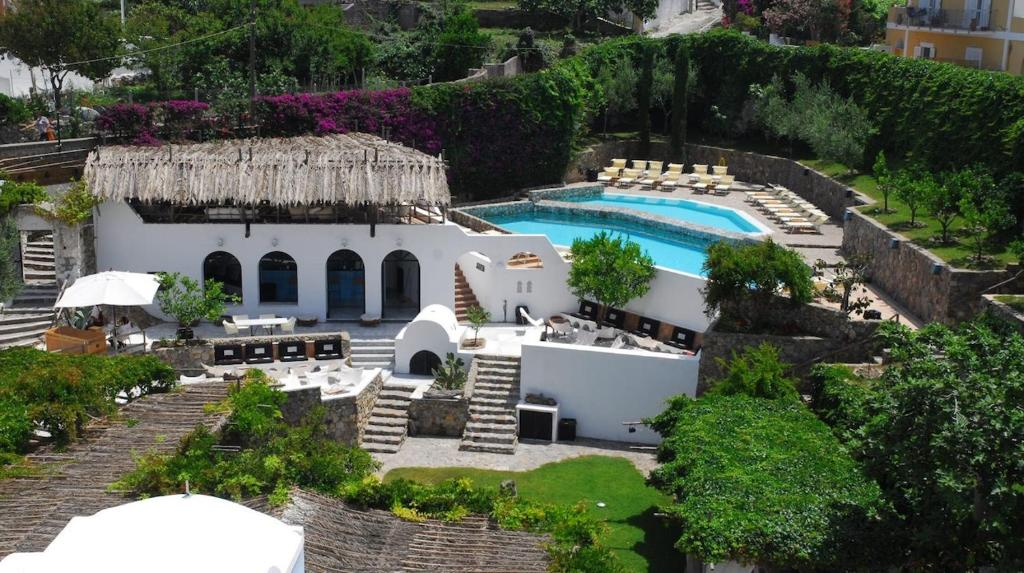 A view of the pool at Grand Hotel Santa Domitilla or nearby