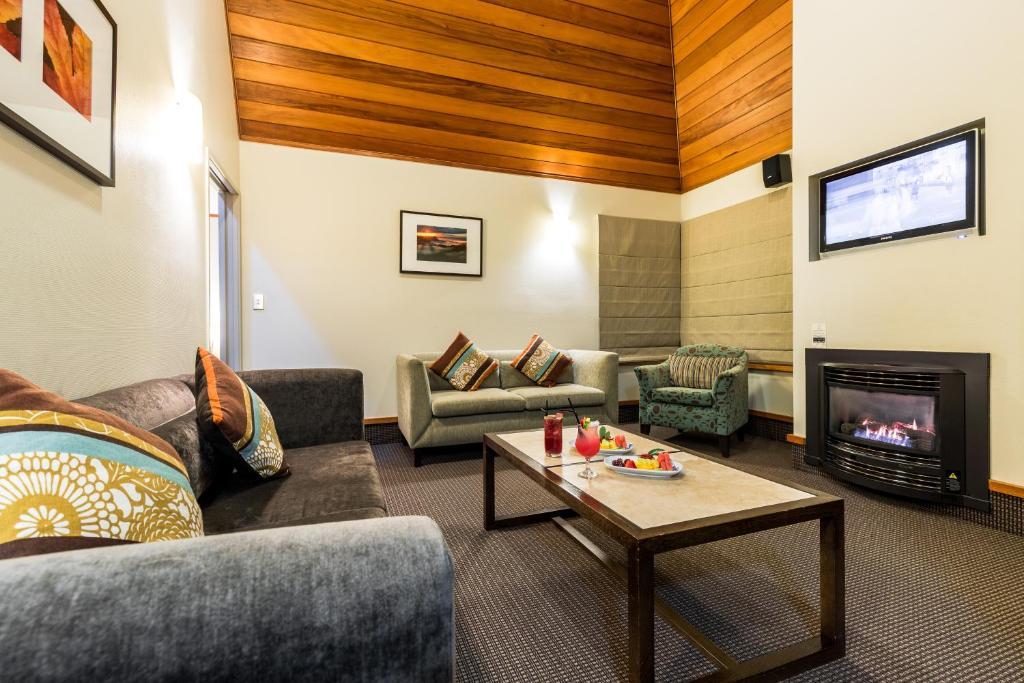 A seating area at Distinction Te Anau Hotel & Villas