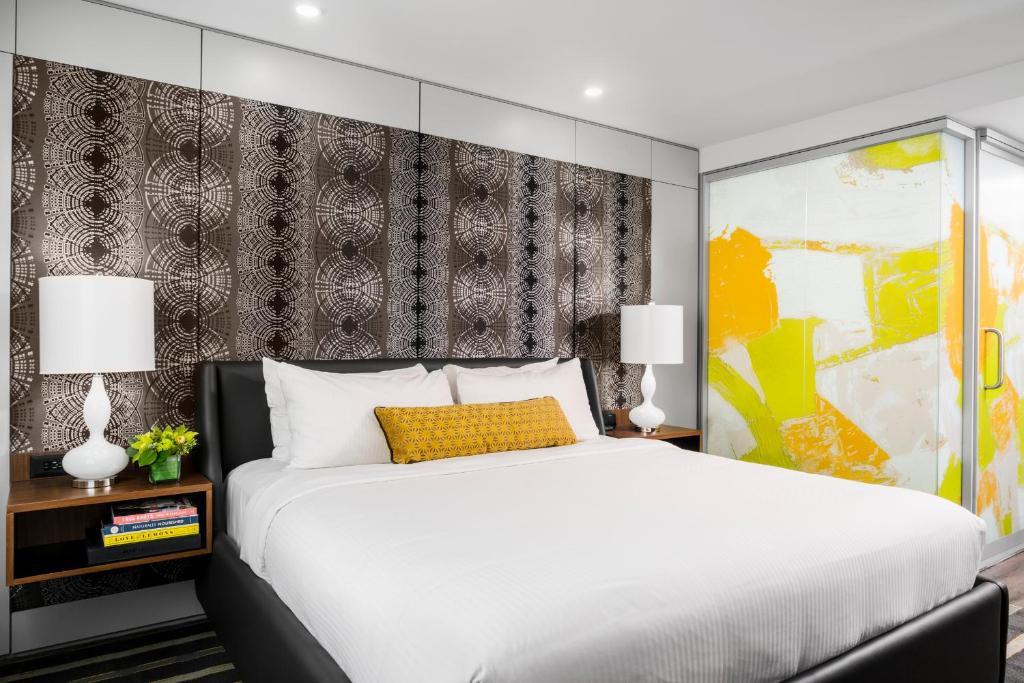 Ein Bett oder Betten in einem Zimmer der Unterkunft Hotel Arts