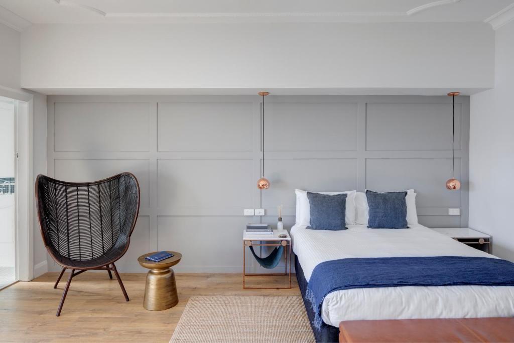Postel nebo postele na pokoji v ubytování Regents Court Sydney