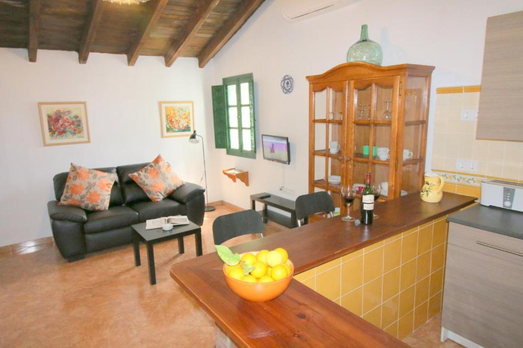 Cantueso Cottages, Periana, Spain - Booking.com