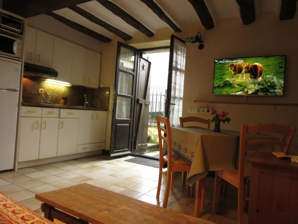 Apartamentos Altikarra, Undiano, Spain - Booking.com