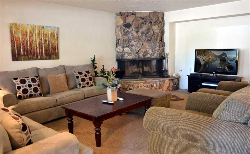 A seating area at South Shore Apartment 1171A