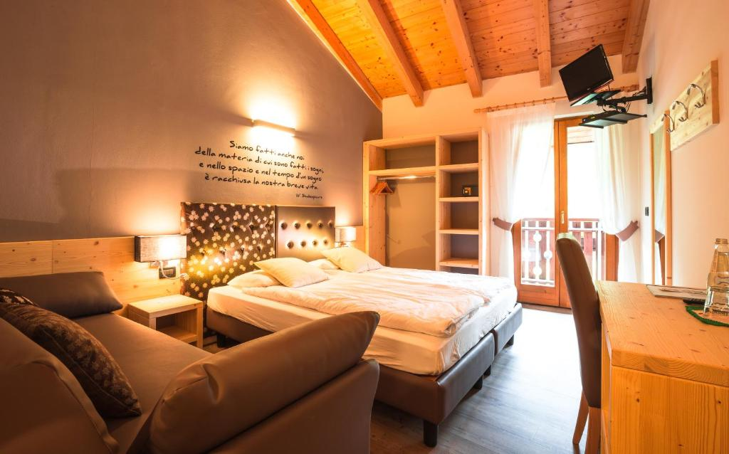 A bed or beds in a room at Albergo Maggiorina