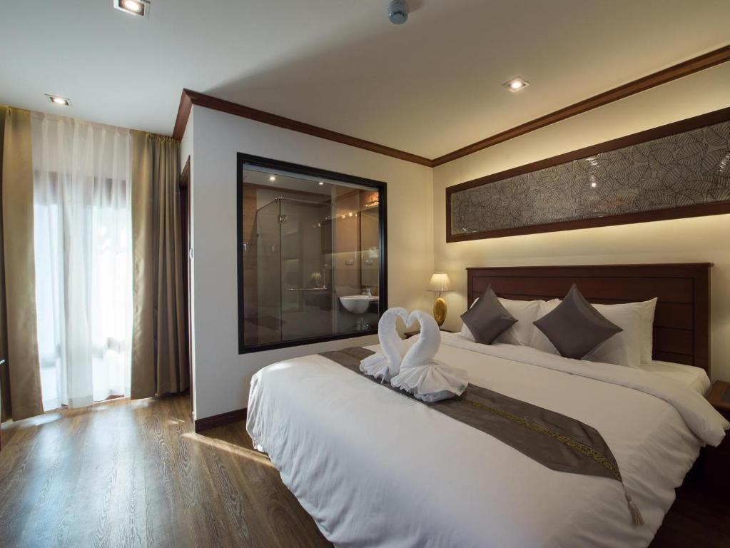 Llit o llits en una habitació de Lanna Tree Boutique Hotel