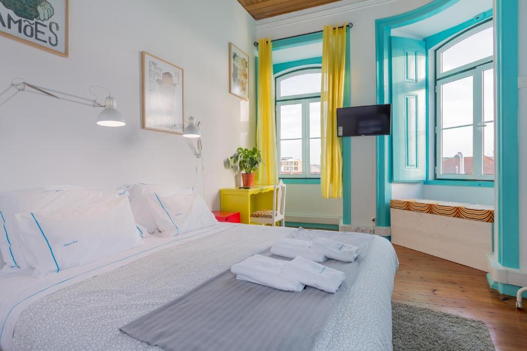 Een bed of bedden in een kamer bij C&O Guest House Lisbon