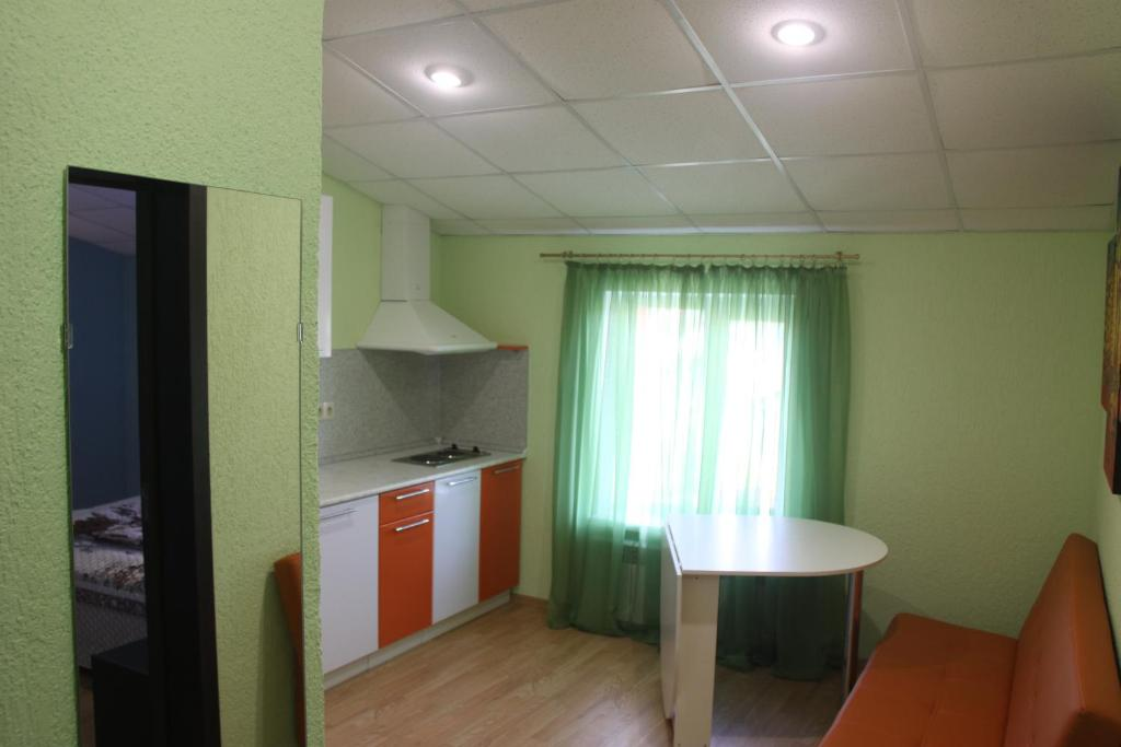 Кухня или мини-кухня в Hotel GH AurorA Domodedovo