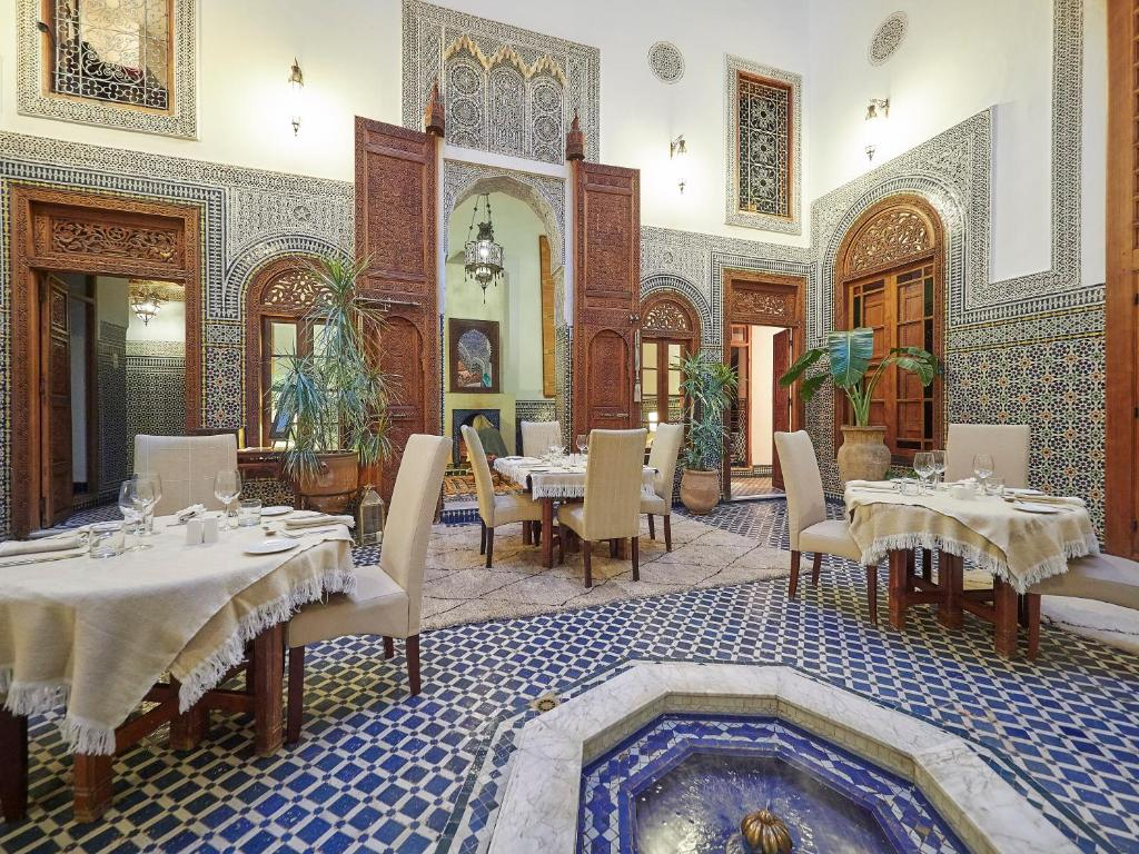 A restaurant or other place to eat at Dar Roumana