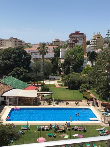 A view of the pool at Carihuela Park or nearby