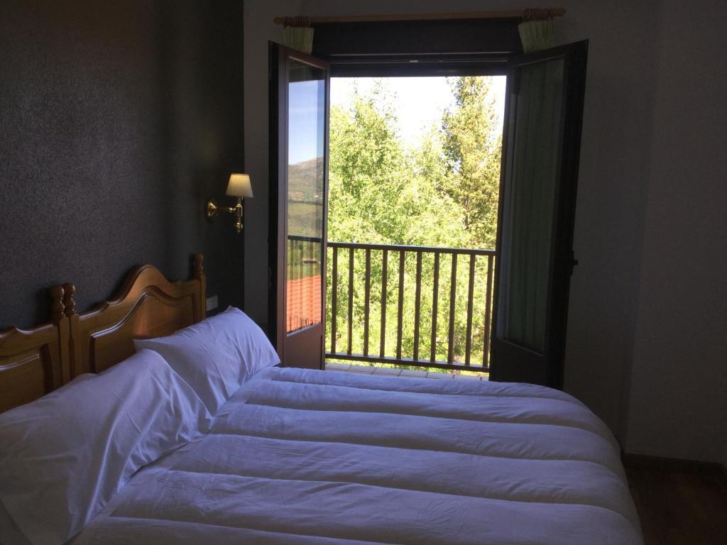 Hotel Cinco Castaños, Candelario – Precios actualizados 2019