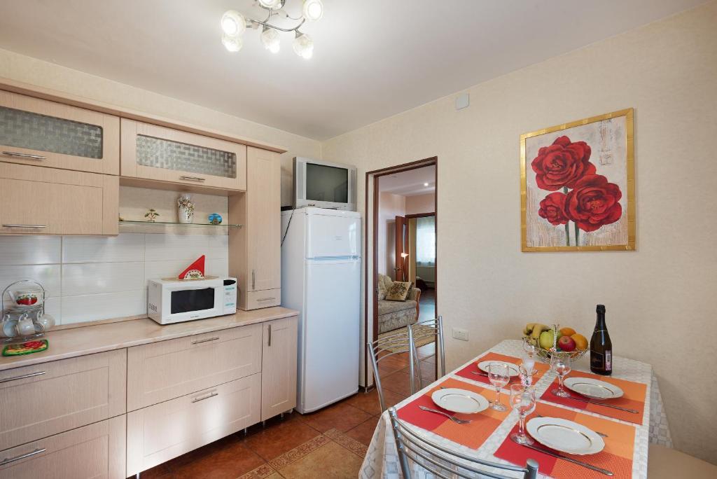 "Кухня или мини-кухня в Apartments ""Suzdalyanochka"""