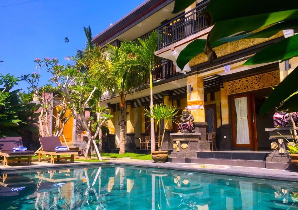 The swimming pool at or close to Wiki Bali