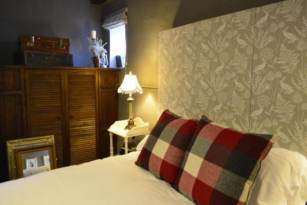 A bed or beds in a room at The Barsham Arms