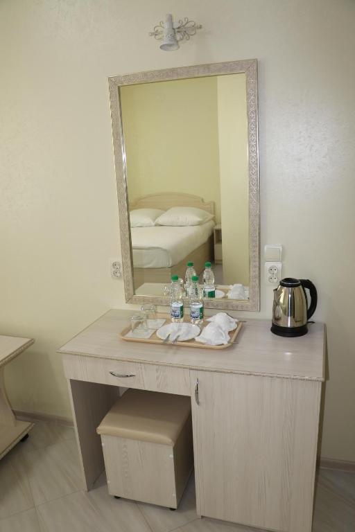 Двухместный номер с двуспальной кроватью и дополнительной кроватью: фотография номер 9