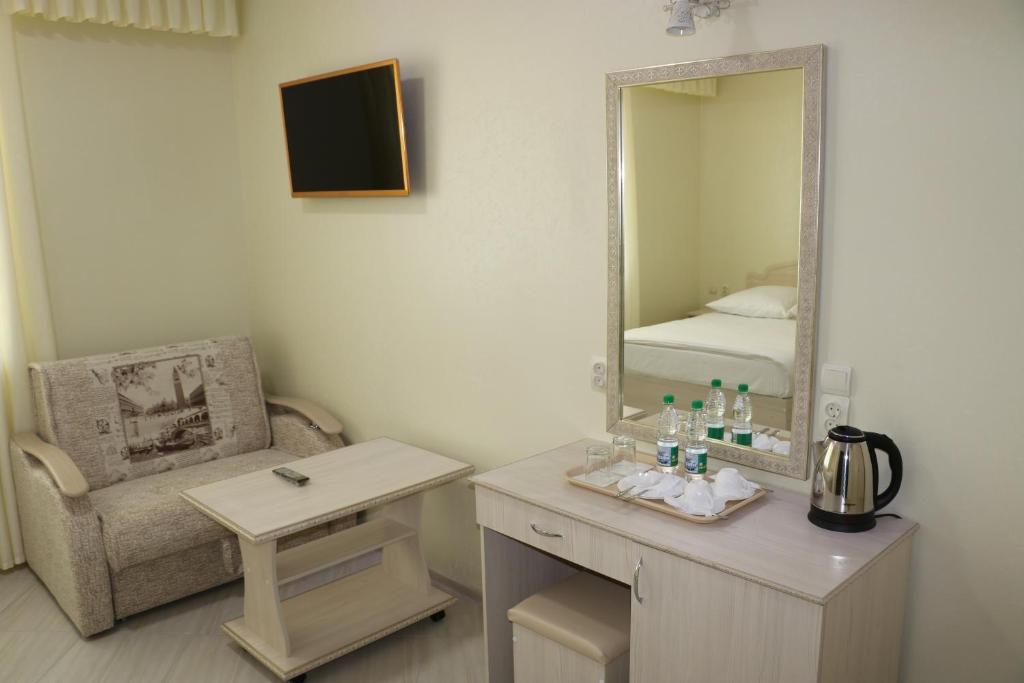 Двухместный номер с двуспальной кроватью и дополнительной кроватью: фотография номер 8
