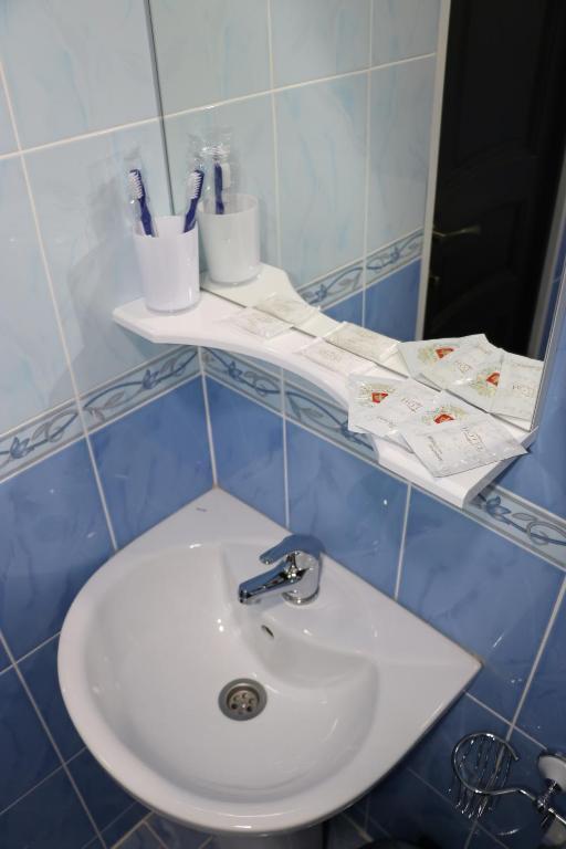 Двухместный номер с двуспальной кроватью и дополнительной кроватью: фотография номер 33