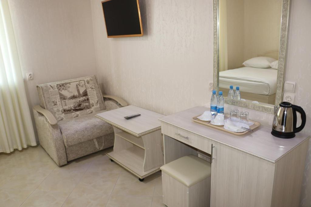 Двухместный номер с двуспальной кроватью и дополнительной кроватью: фотография номер 5