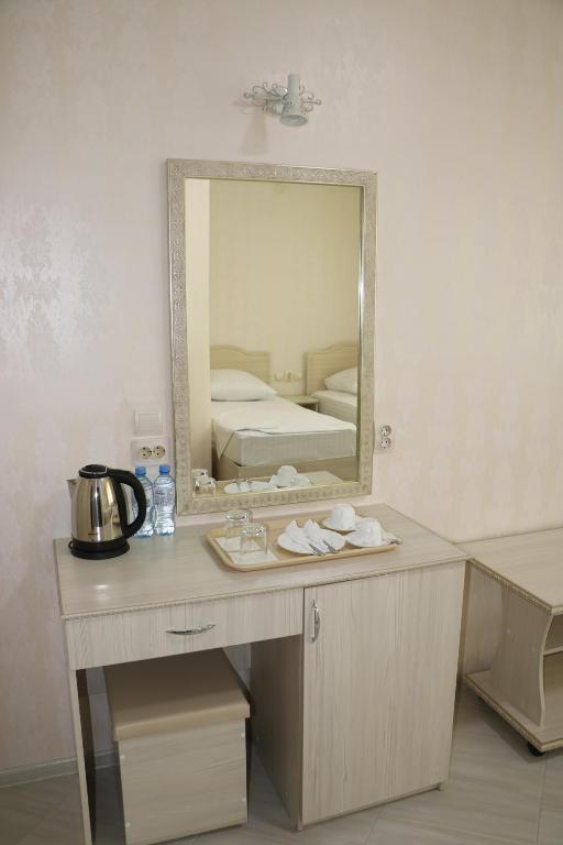 Двухместный номер с 2 отдельными кроватями и дополнительной кроватью: фотография номер 6