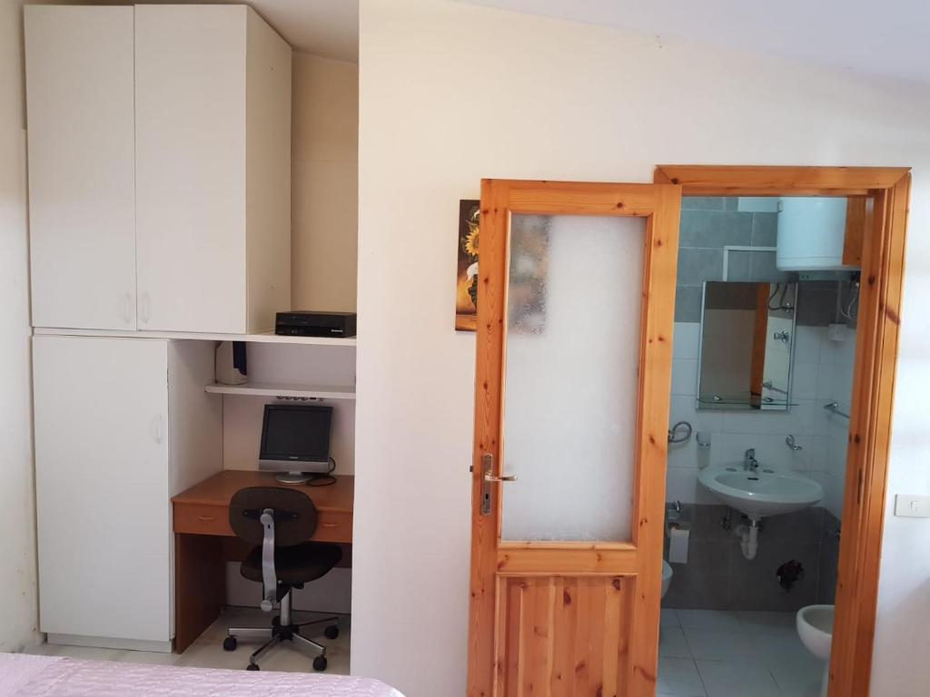 A kitchen or kitchenette at Villa Imma
