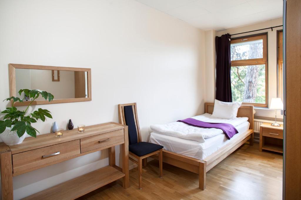 Een bed of bedden in een kamer bij Kvarnholmen