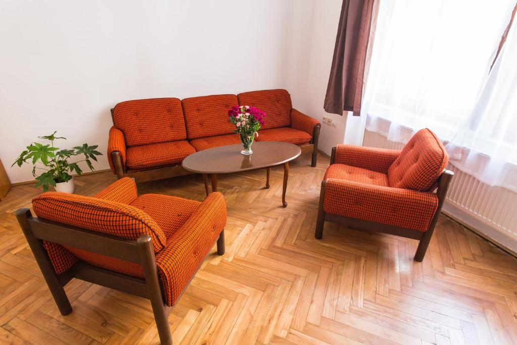 Area tempat duduk di City center classic apartment