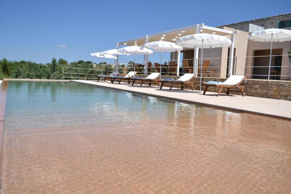 The swimming pool at or near Relais Casina Miregia