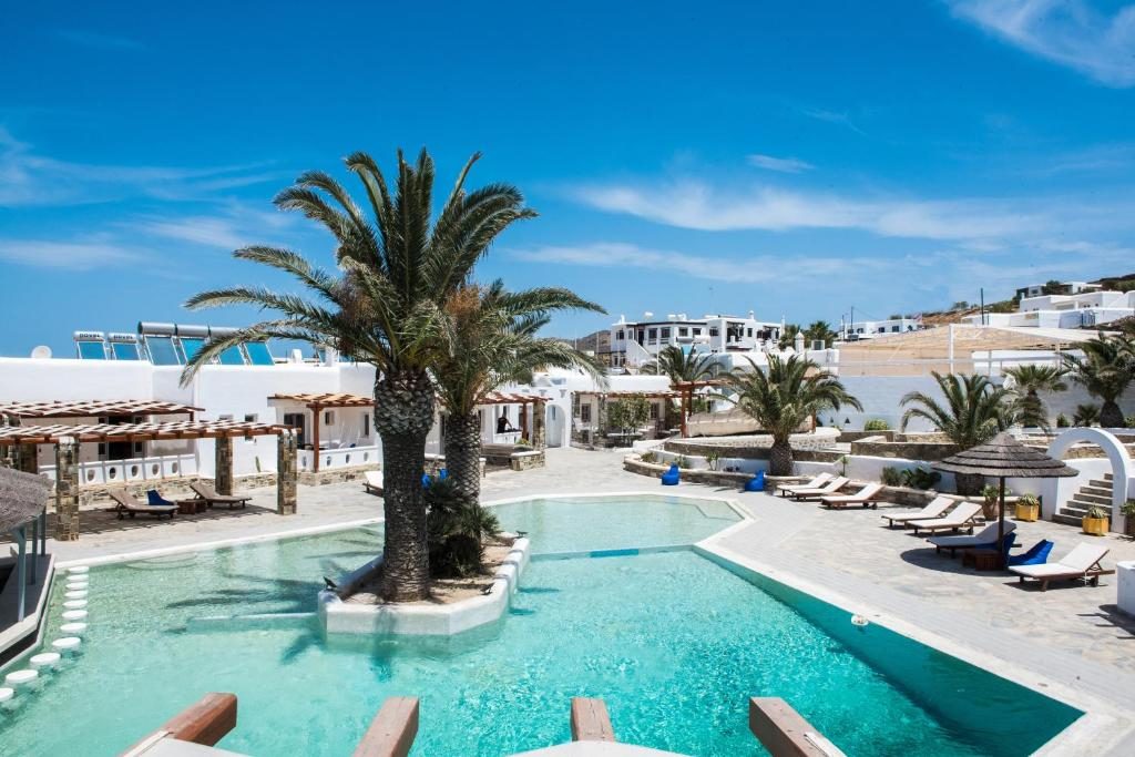 The swimming pool at or near Happy Apartments Mykonos