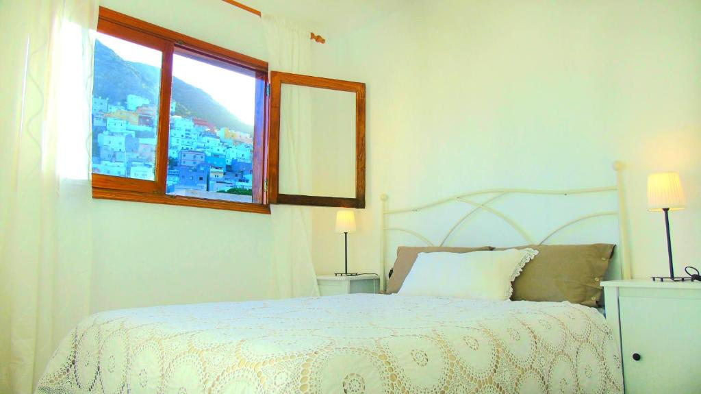 A bed or beds in a room at Apt. Lourdes, close to the Teresitas & Anaga