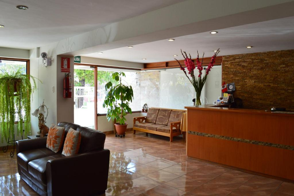 El vestíbulo o zona de recepción de Florida del Inca Hotel