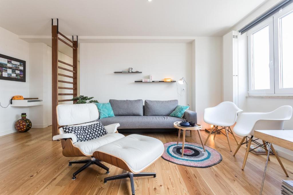 A seating area at Le Flat | Alcântara River View
