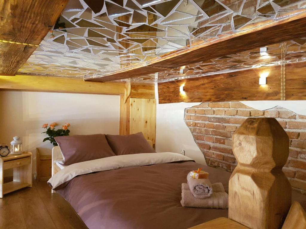 A bed or beds in a room at Feel Royal Cracow