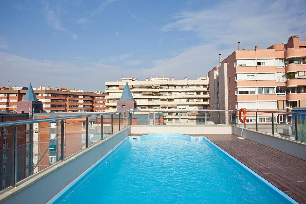 Бассейн в Senator Barcelona Spa Hotel или поблизости