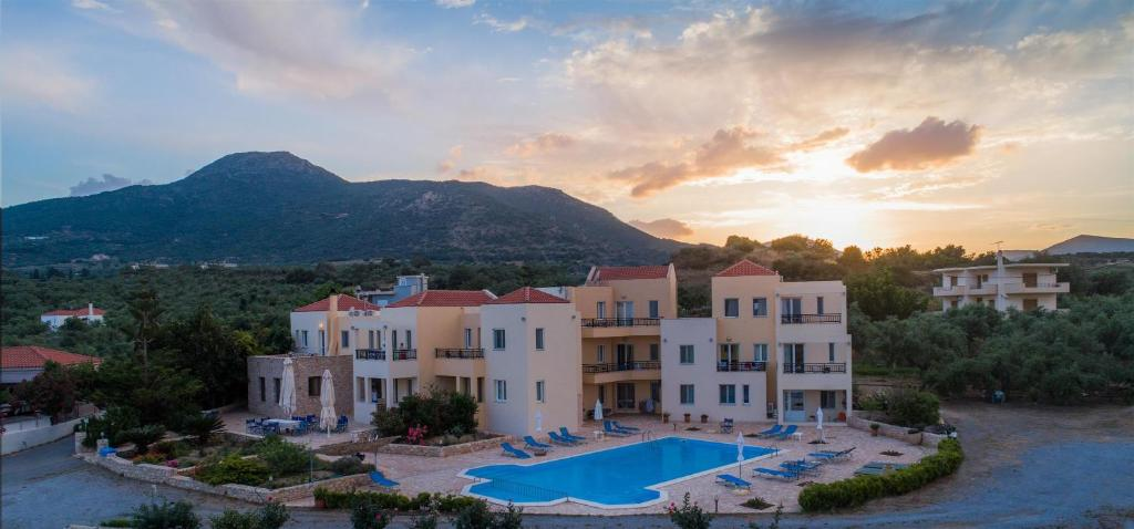 The swimming pool at or close to Apartments Hotel & Studios, Xifoupolis