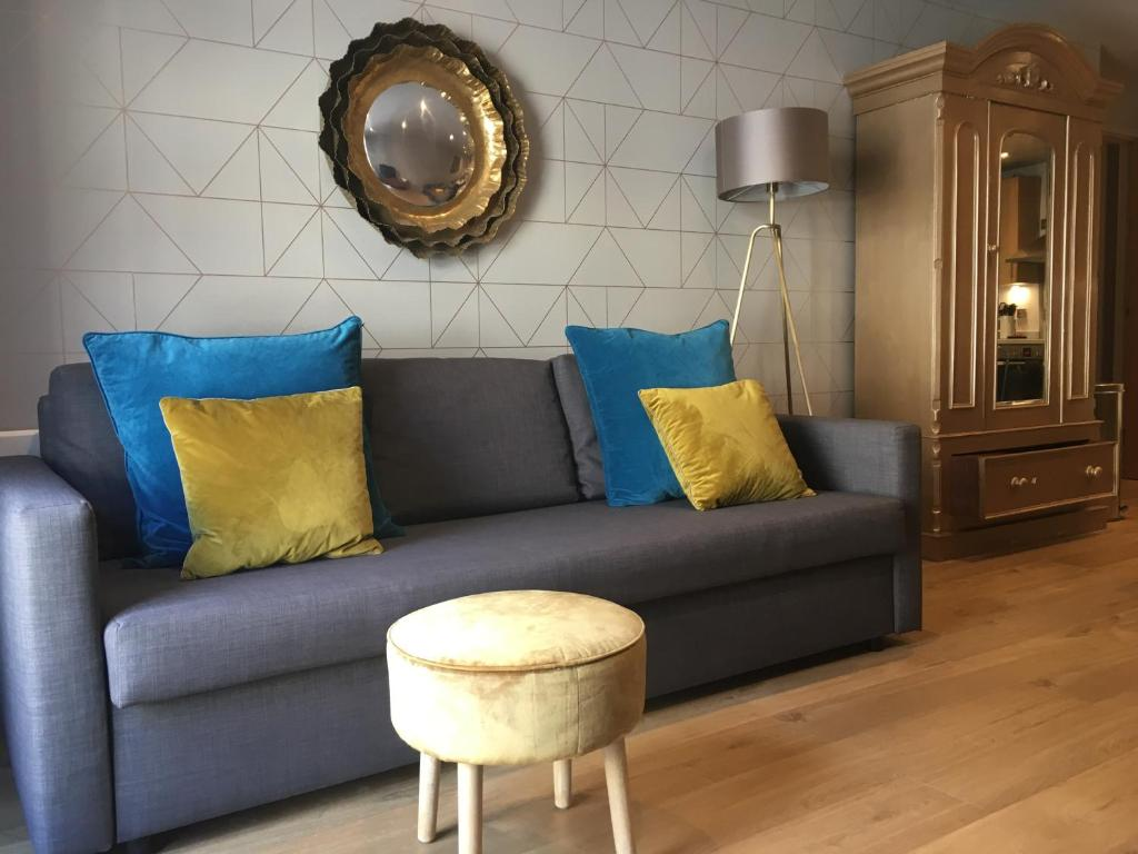 Apartment Central York Blue Sofa