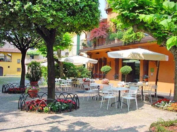 A restaurant or other place to eat at Hotel Don Abbondio