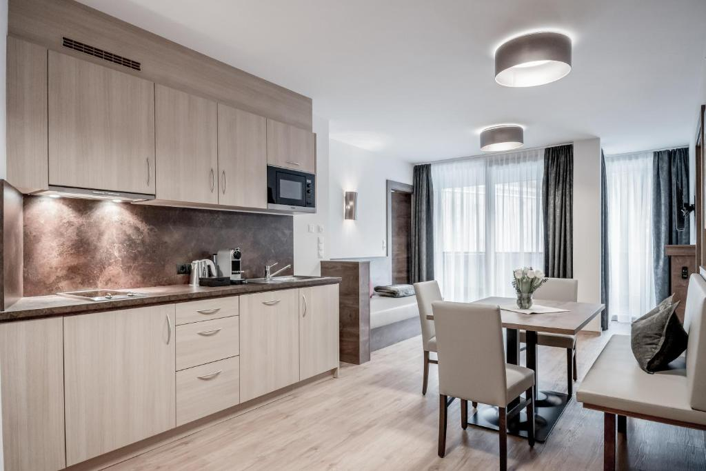 Kjøkken eller kjøkkenkrok på Regina's Alpenpanorama