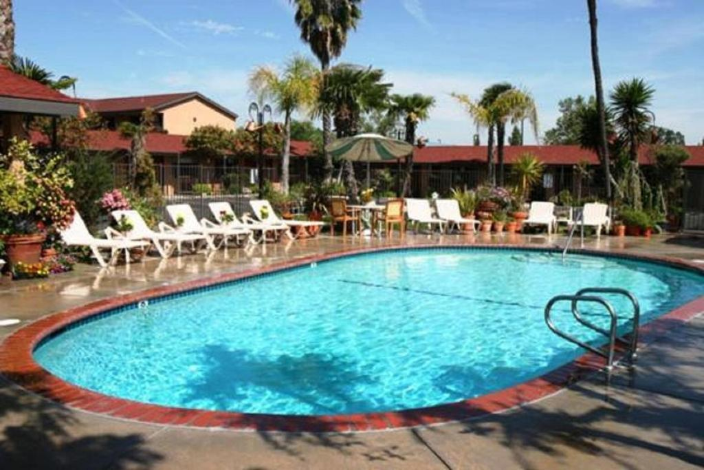The swimming pool at or near Adelaide Inn