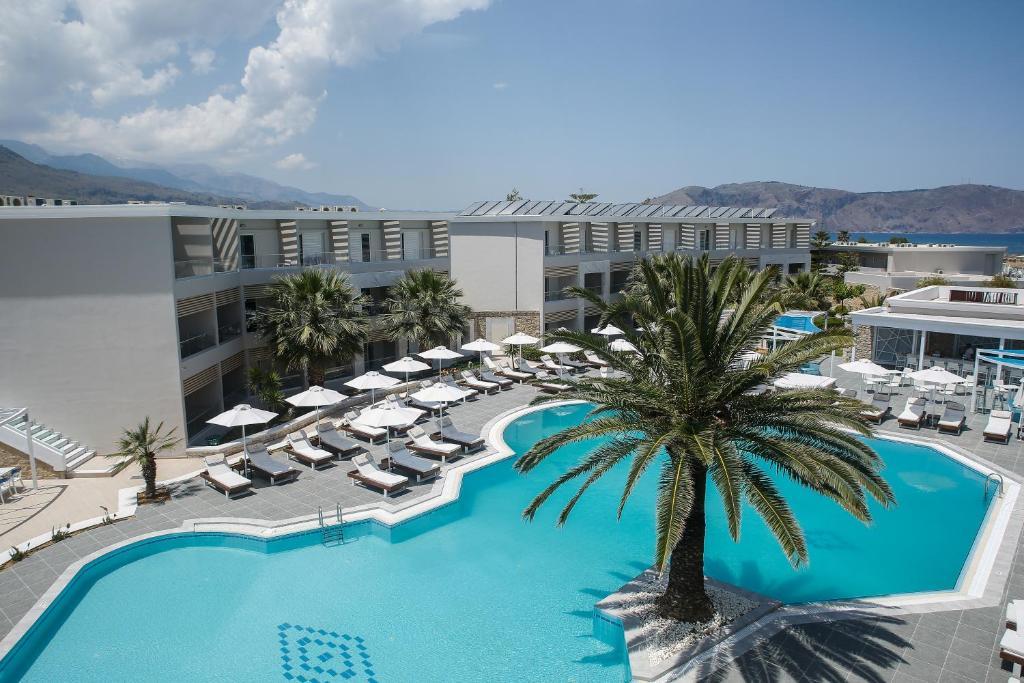 Widok na basen w obiekcie Mythos Palace Resort & Spa lub jego pobliżu